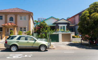 Bondi Beach - Driveway for Parking - near Bus stop & Beach