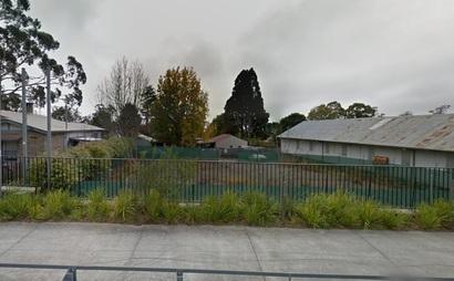 Wide, fully-fenced yard in Hazelbrook