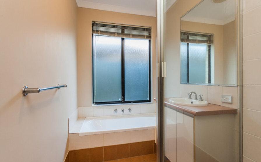 4 bedroom x 2 bathroom house