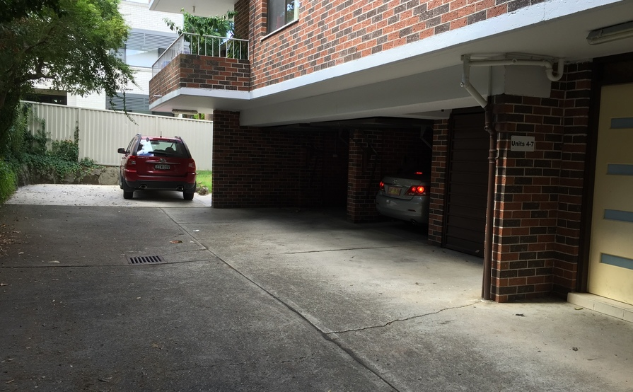 Westmead - Spacious garage available for parking