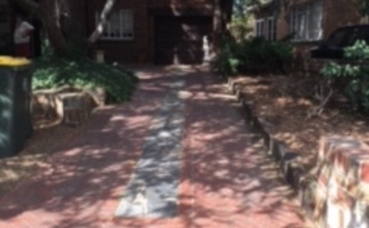 Long driveway in safe secluded court - Caulfield North