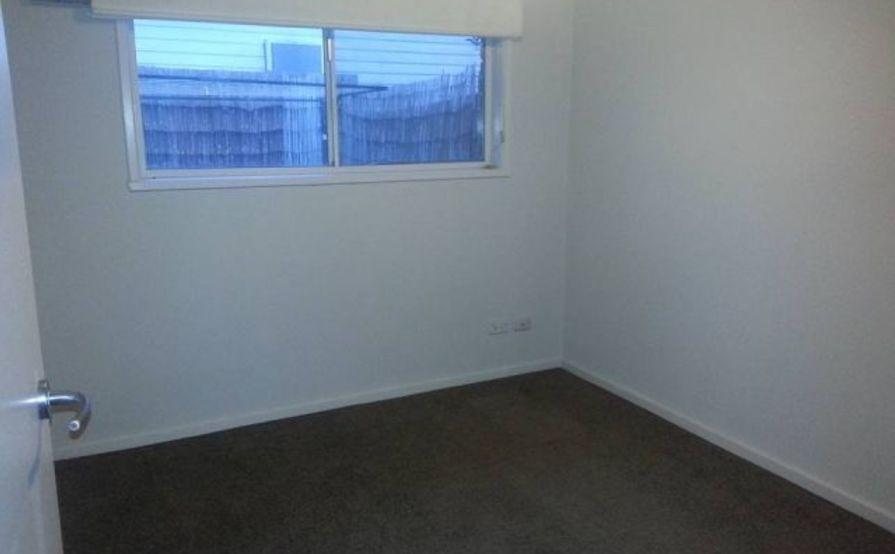 Frankston - Medium sized bedroom for Storage!