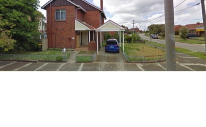 Port Melbourne - Open car space in quiet street