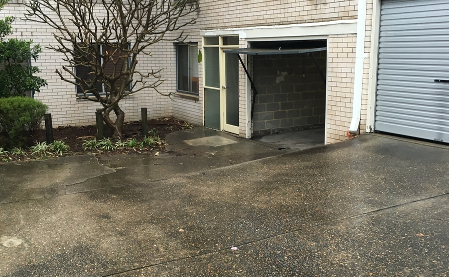 Single lock up garage in Freshwater for storage or parking