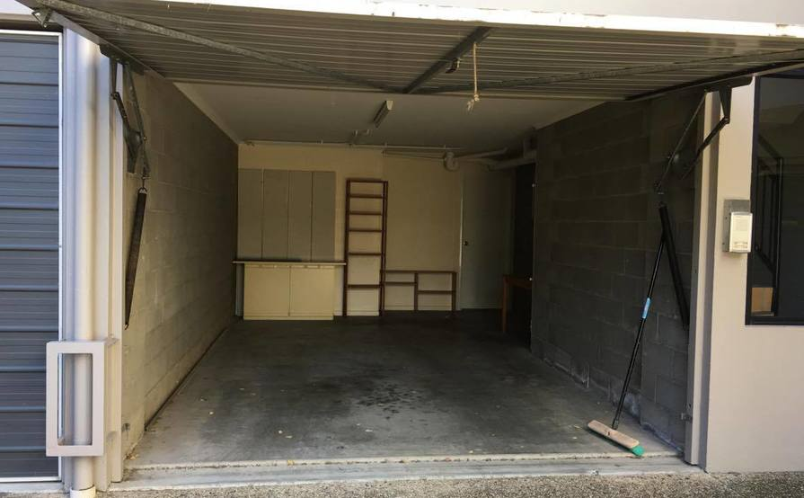 Single Garage in St Lucia - just 5 min walk to UQ !! (Strictly for parking not for storage)