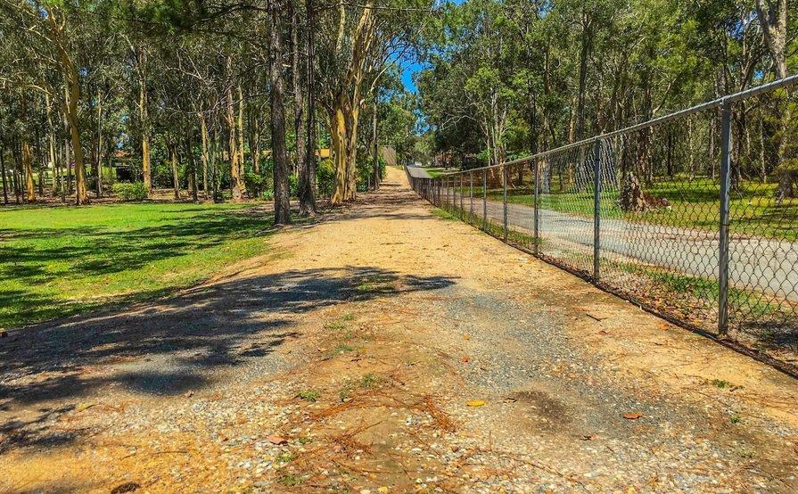 Browns Plains - Large Open Car Space