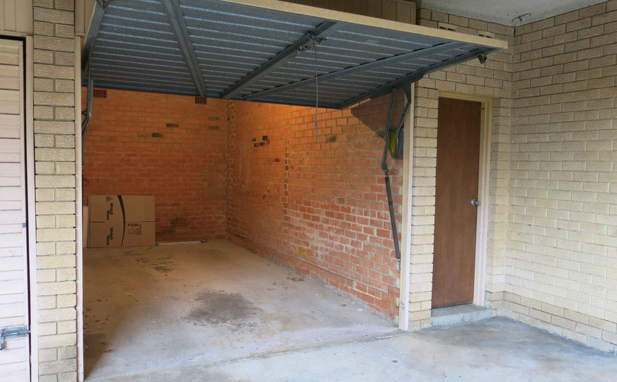 Parramatta - lock up garage in Queens Av. Close to ferry , bus and train.