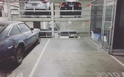 Secured parking space in Southbank (8-June 2017)