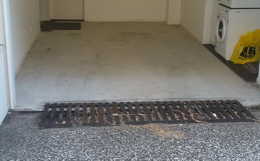 Secure garage walking distance to QUT