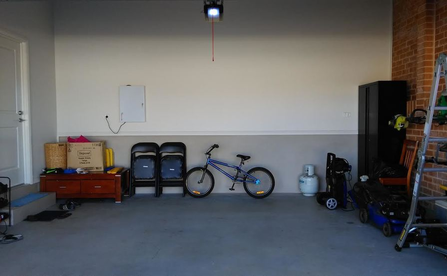 Kellyville Ridge - Secured Double Garage (for car and other stuff storage)