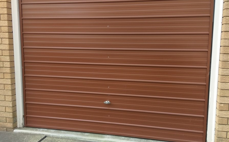 Large Single Garage in Lane Cove North - close to shops