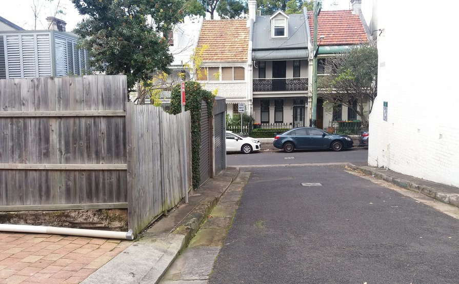 Quiet, back street parking space just behind St Vincent's Hospital, Darlinghurst.