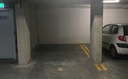 Single underground parking spot