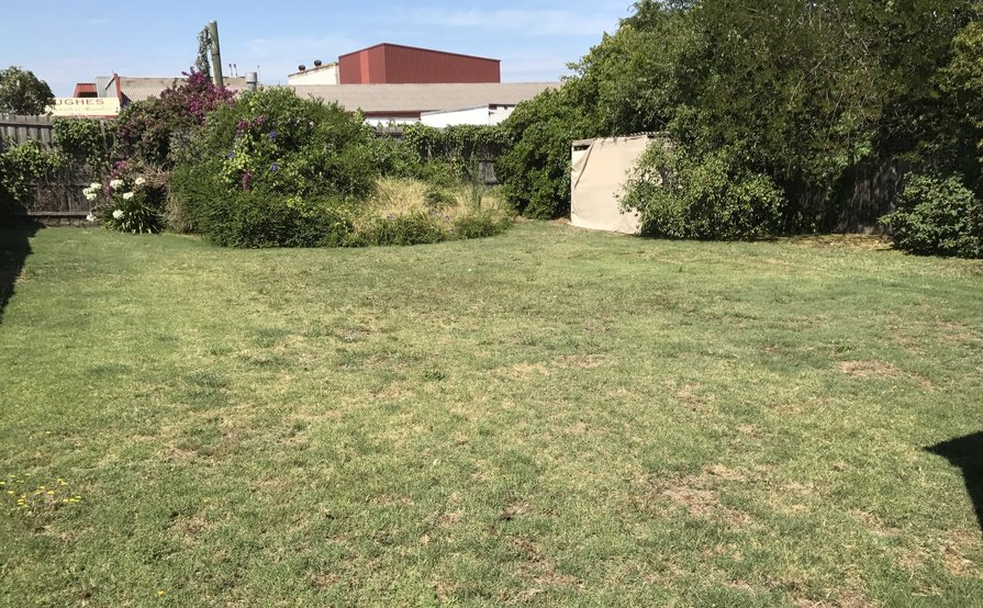 HUGE HUNTINGDALE/OAKLEIGH BACK YARD Suitable for Boat