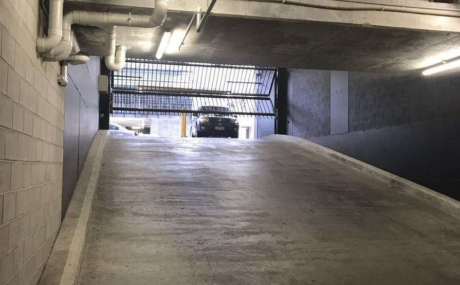Single Underground Car park for rent in Ikebana apartment, 5 min to Victoria market and 3 min to flagstaff park