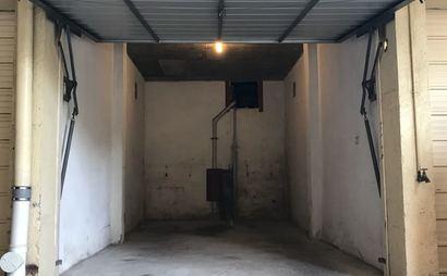 Secure lock up garage minutes from Bondi beach