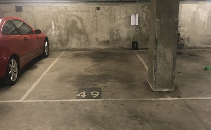 Parking space available in great location